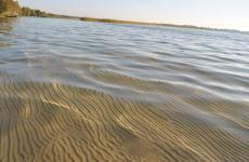 Вода в озері