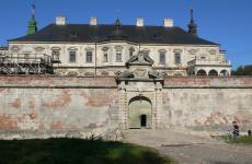 замок привиди
