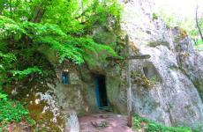 печера монаха